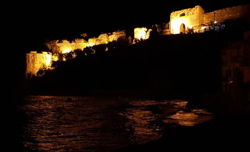 Festung Koróni auf dem Peloponnes bei Nacht