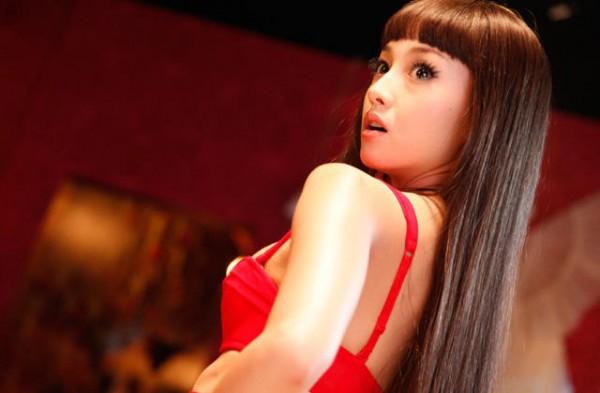 """Vì sao trước khi bị bắt, Erika được gọi là """"quốc bảo mỹ nữ"""" Nhật?"""