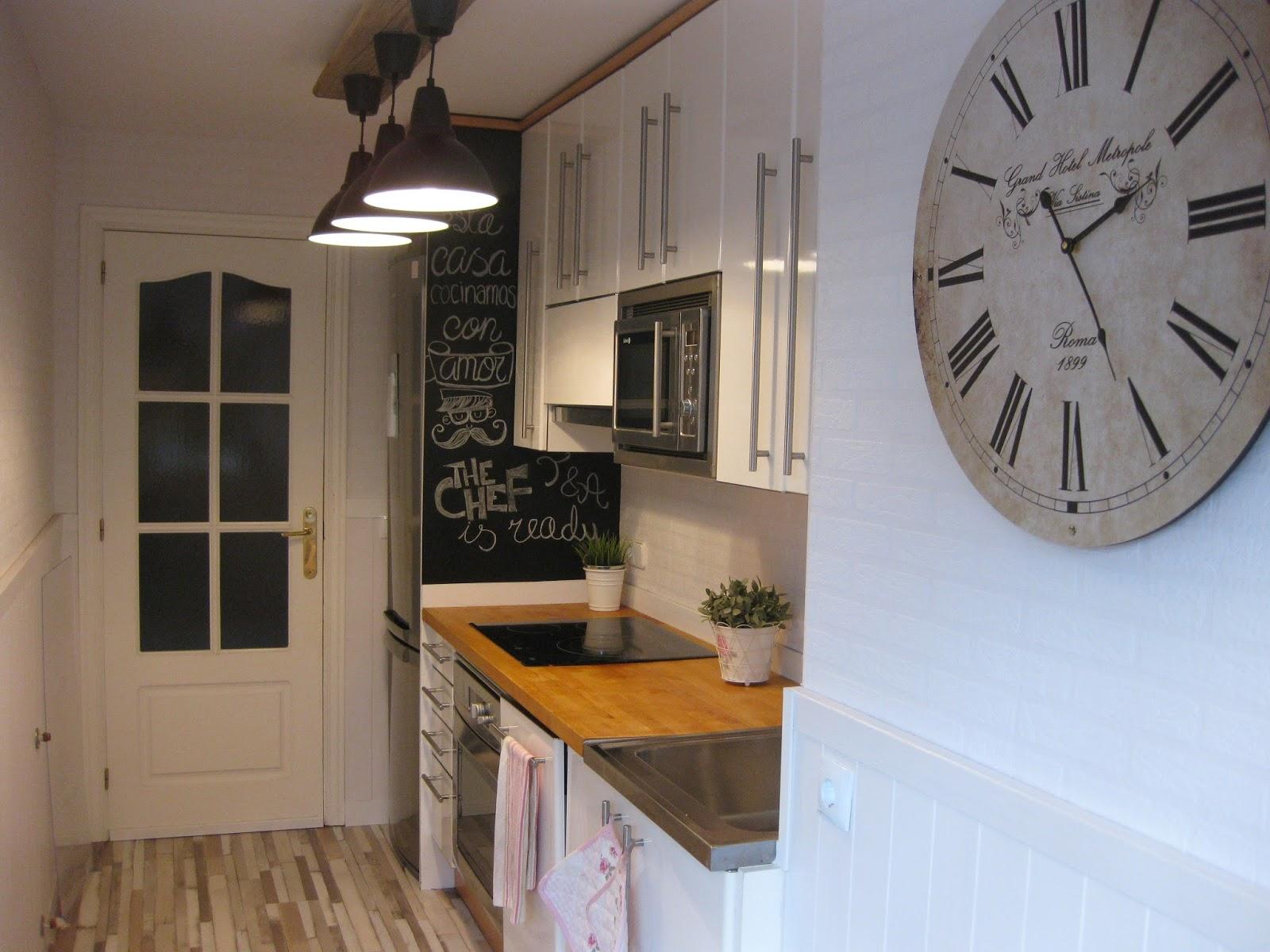 Tuki apple home diy crear una pared pizarra con pintura - Reformar cocina pequena ...