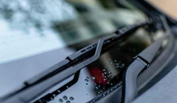perhatikan jarak pandang ketika menyetir disaat hujan