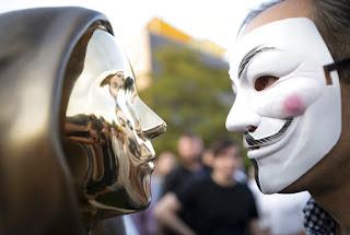 Người phát minh ra Bitcoin vẫn là một bí ẩn, bức tượng được làm trừu tượng