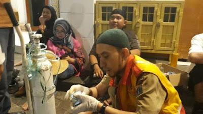 Mahasiwa Kena Gas Air Mata, Sesak Nafas dan Luka di Rawat di Masjid Al Falaah Jakarta Pusat