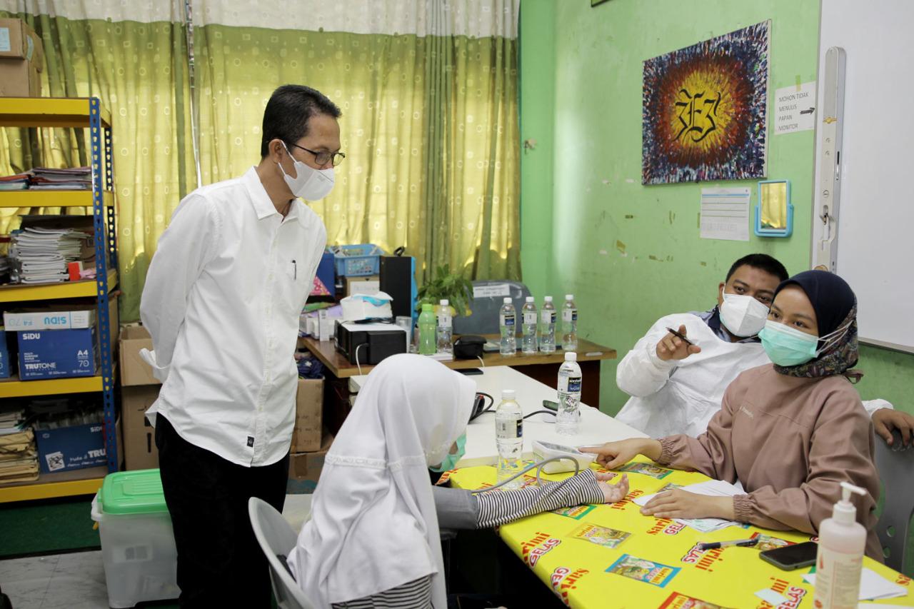 Tujuh Sekolah Melakukan Vaksinasi, Amsakar Tinjau Vaksinasi di SMP Negeri 41 Batam
