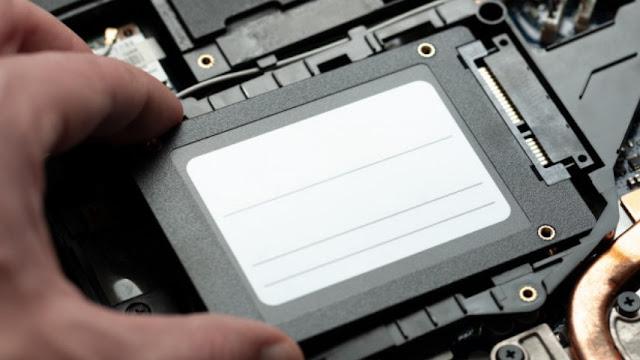 Perbedaan SSD dan HDD dari Bentuk