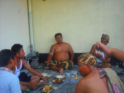 Tradisi metuakan Melaspas Rumah Kost di Dalung
