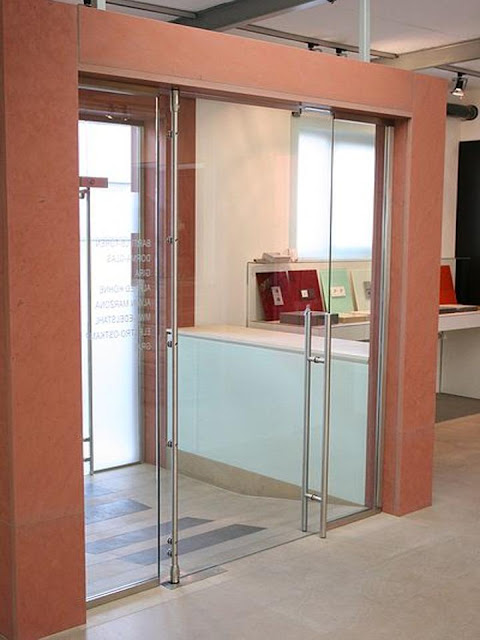 Inter-room glass partition