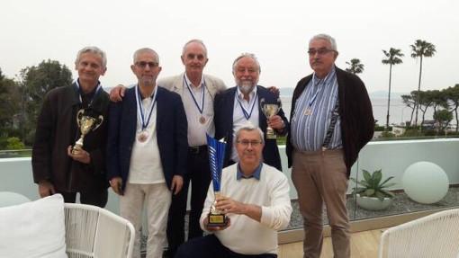 Au championnat du monde d'échecs en catégorie vétérans, à Prague en 2020, l'équipe de France avait terminé à la 2ème place et remporté la médaille d'argent - Photo © Ouest France
