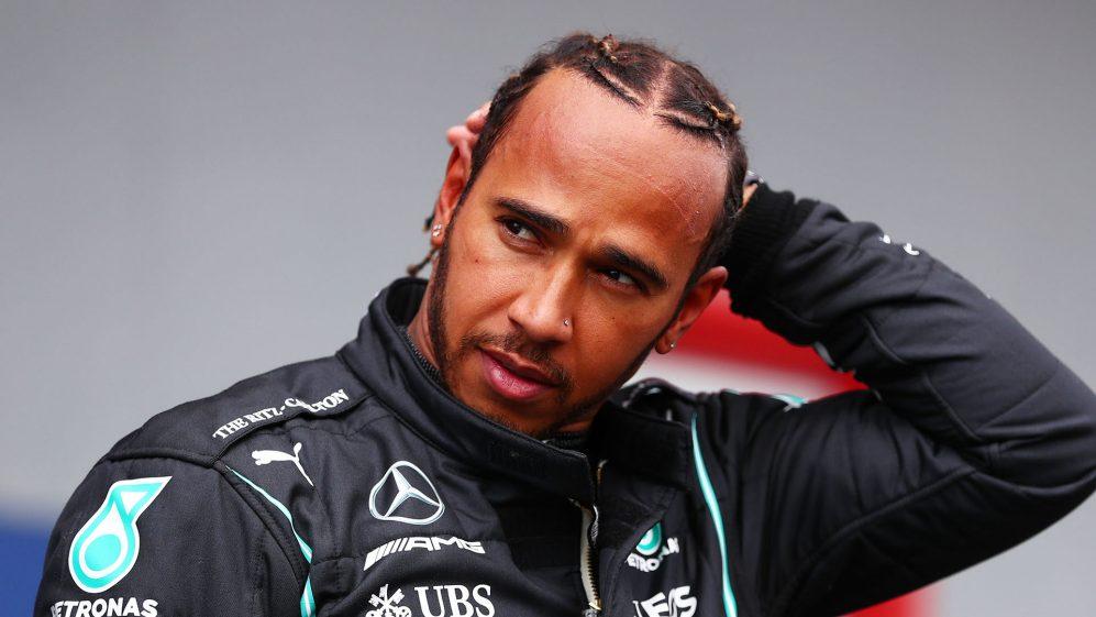 Lewis Hamilton, revela que faz apenas '20 voltas por ano' no simulador - e chama a caminhada de um 'exercício inútil'