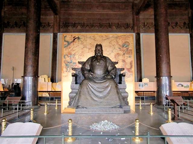 Ming Kaiser Zhū Dì (Yongle) im Chang Mausoleum (C) JUREBU