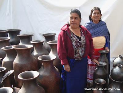 Mujeres Artesanas de Cocucho, dos generaciones en donde perduran sus técnicas ancestrales