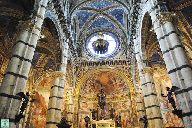 Interior del Duomo de Siena en La Toscana
