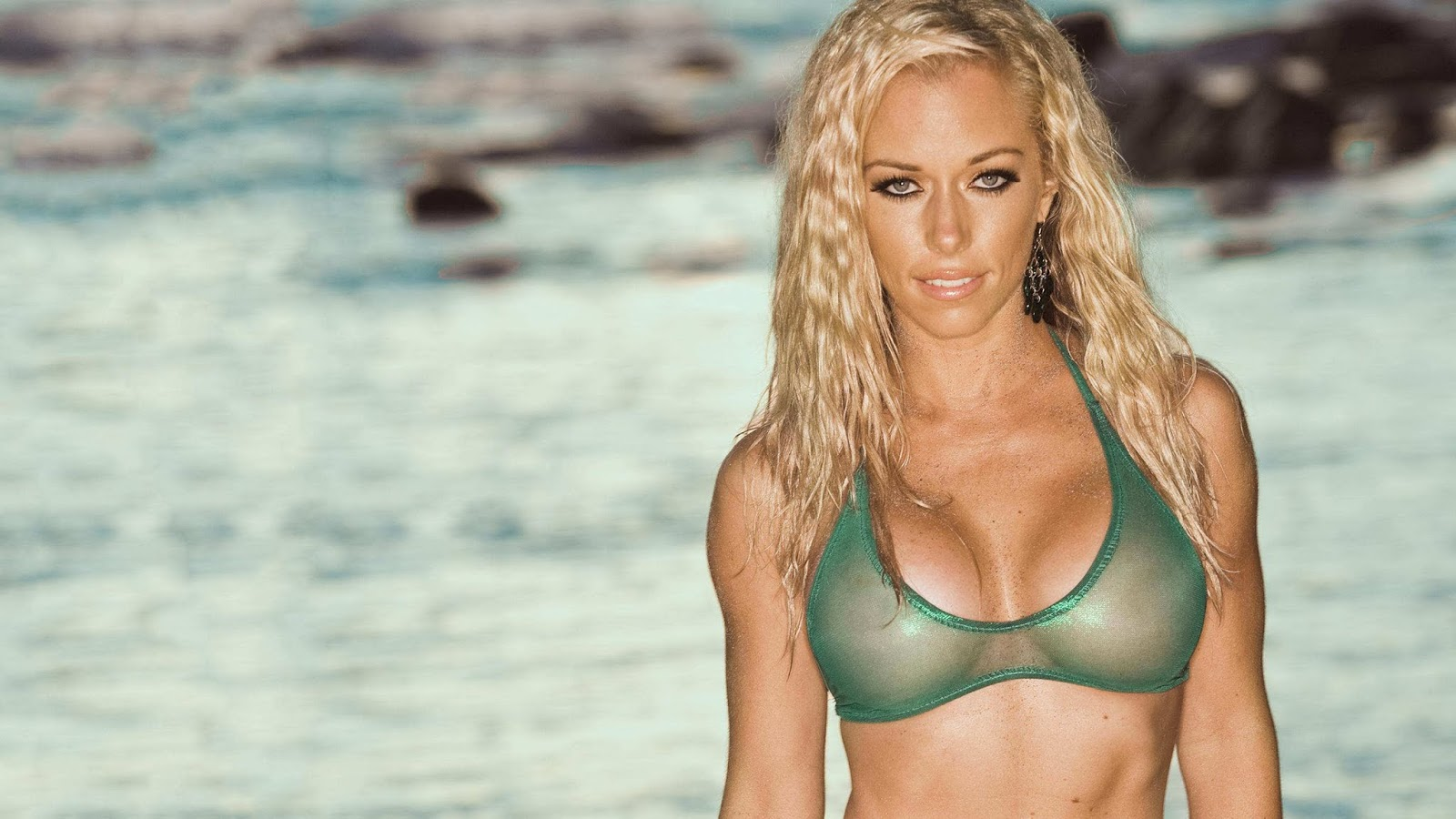 Kendra wilkinson showing her tits