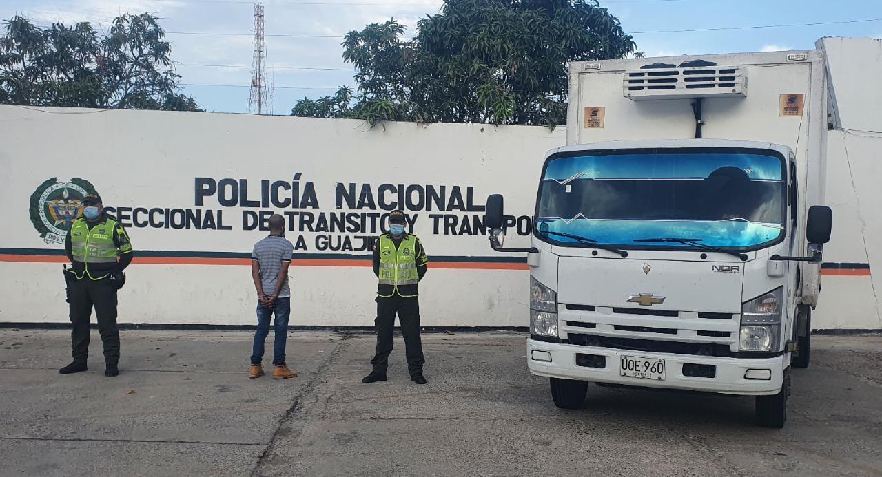 hoyennoticia.com, En la vía a Riohacha recuperan camión robado en Cartagena