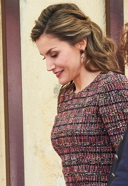 Queen Letizia wore Hugo Boss Valessima Skirt, Magrit Shoes, Queen Jewels Coolook Hera Earrings, carried Acosta Clutch Bag at the Royal Board