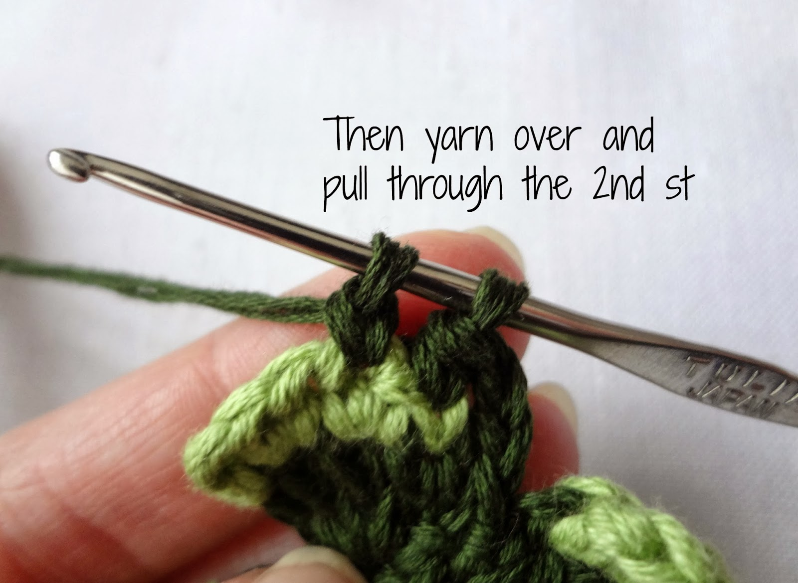 Crochet Stitch Exsc : Little Treasures: Crochet Shamrock Tutorial - free