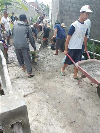 dokumentasi kegiatan gotong-royong pembangunan jalan usaha tani