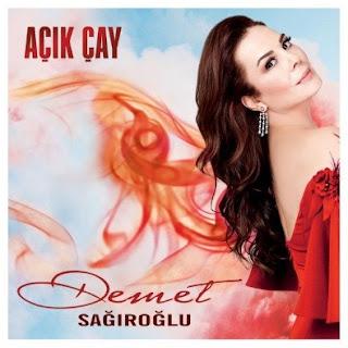 Demet Sağıroğlu'nun yeni şarkısı Açık Çay sitemizde yayınlanmıştır.Şarkıyı dinleyebilir ve sözlerini okuyabilirsiniz.