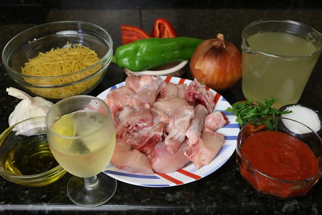 Ingredientes para guiso de pollo con fideos