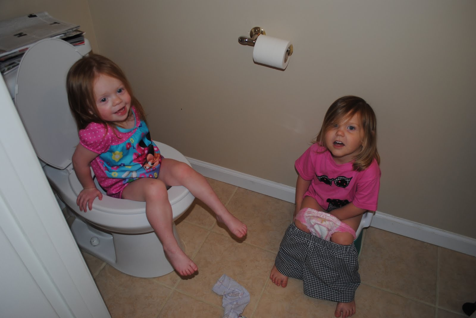 Little Girls Potty Training | Download Foto, Gambar ...