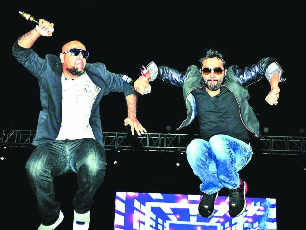 Vishal-Shekhar Performing live at Phoenix Marketcity