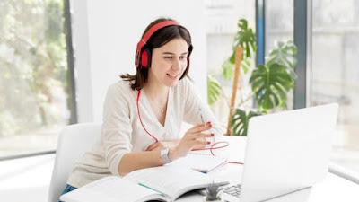 Apakah Anda menggunakan earphone lama saat bekerja online? Inilah bagaimana hal itu dapat memengaruhi Anda