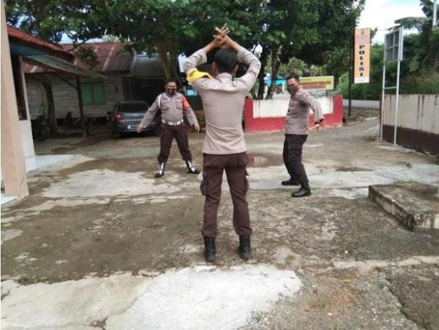 PERSONIL POLSEK AWANG LAKSANAKAN SENAM PAGI DI HALAMAN MAKO, GUNA TINGKATKAN IMUNITAS TUBUH