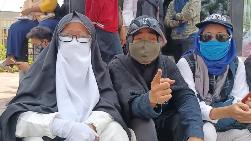 Selalu Setia! Barisan Emak-Emak Pendukung Habib Rizieq Shihab Rela Wakafkan Nyawanya