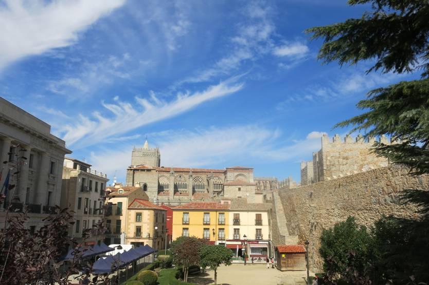 a04f1869d6 Espanha  caminhando sobre as muralhas da medieval Ávila (Tramo del ...