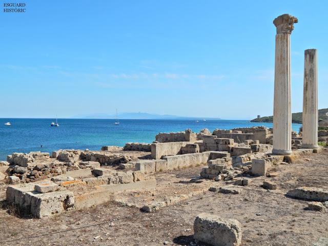La ciutat de Tharros amb les seves icòniques columnes