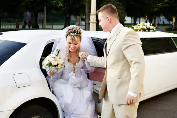 4. Limousine Service & Shuttles for Weddings & Events