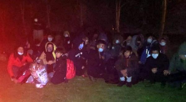 عشرات المهاجرين السوريين والمصريين يتعرضون لعملية احتيال من قبل مهربين