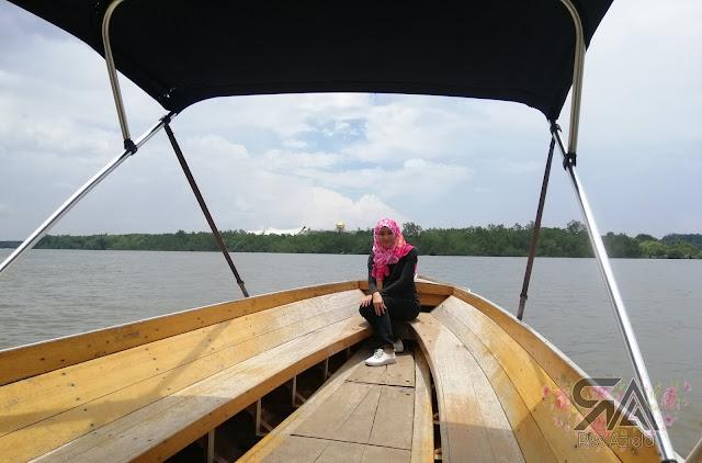 Istana Nurul Iman dari Sungai