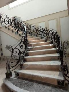 Railing Tangga Besi Tempa Untuk Rumah Klasik