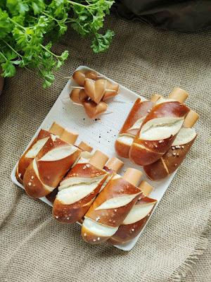 Essen für Kindergeburtstag oder Brotbox Bento: Laugen Hotdogs