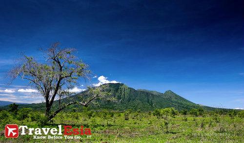 http://www.nusapedia.com/2013/02/taman-nasional-baluran-menapaki.html