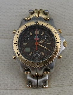 長年愛用してきた時計はメッキはげはげ状態です。でも私の宝物に近いかも