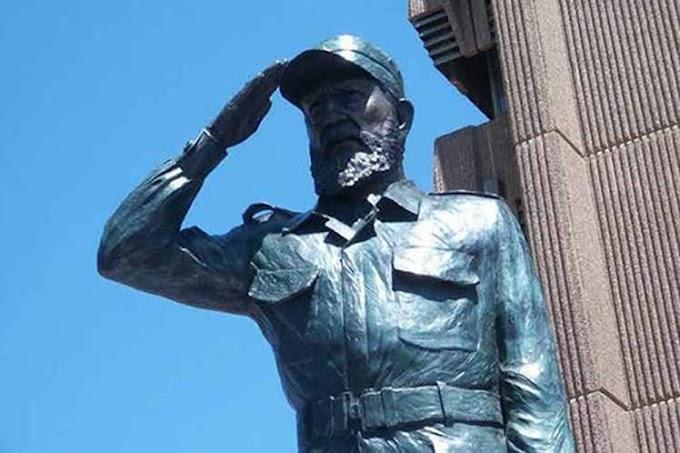 Cubanos de Miami planean levantar estatua de Fidel Castro para usarla de baño público