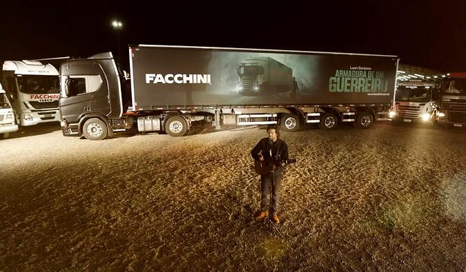VÍDEO: Facchini e Luan Santana lançam homenagem aos caminhoneiros