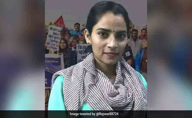 Activist Nodeep Kaur Beaten Up At Police Station, Bail Plea Alleges, Panjab, Arrested, Bail plea, High Court, Allegation, Police, Attack, Farmers, Protesters, National, News