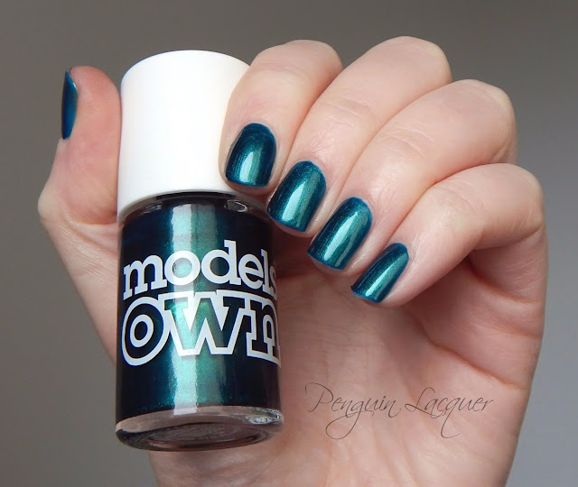 models own peacock green mit flasche
