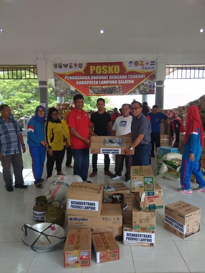 Disnakertrans Provinsi Lampung Sampaikan Bantuan untuk Korban Tsunami di Kalianda dan Pesawaran