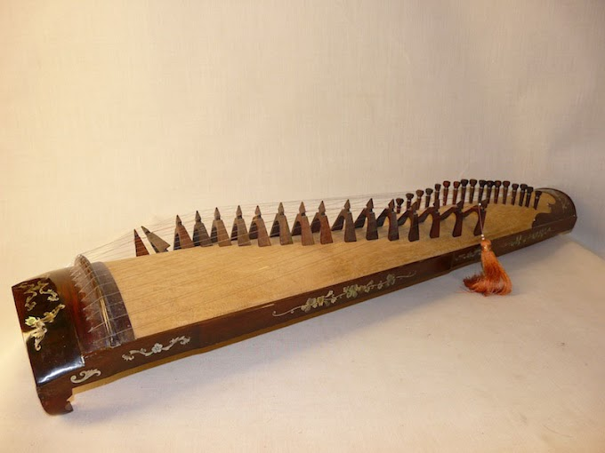 Traditional Instruments: Gong Zither
