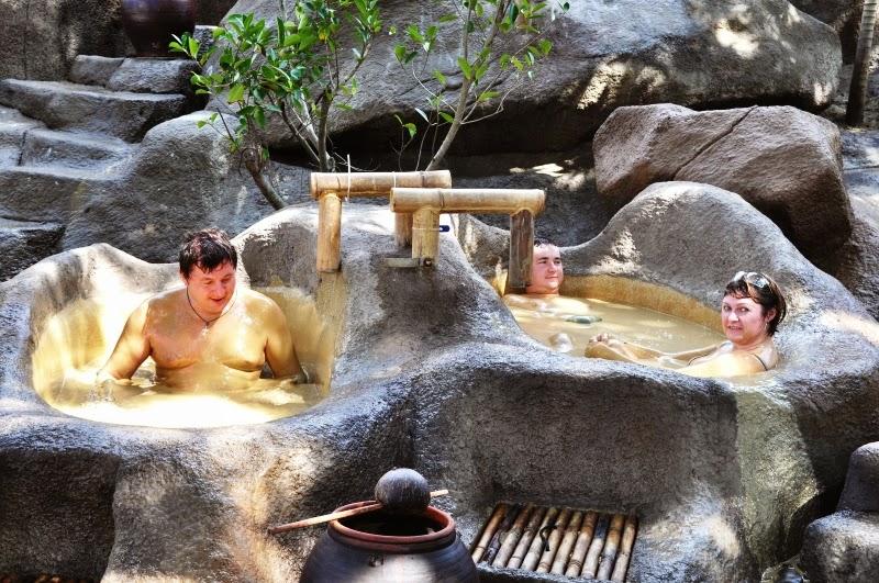 Khu du lịch tắm bùn Trăm Trứng