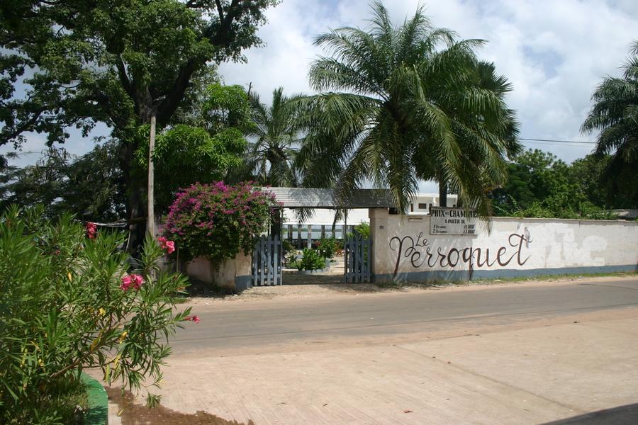Le perroquet, l'hôtel parfait de Ziguinchor : Hôtel, perroquet, rive, fleuve, Ziguinchor, Casamance, sud, restaurant, bar, environnement, paysage, nature, buffet, plat, cuisine, chambre, LEUKSENEGAL, Dakar, Sénégal, Afrique