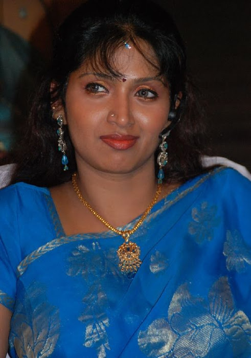 puvaneswari in saree hot photoshoot