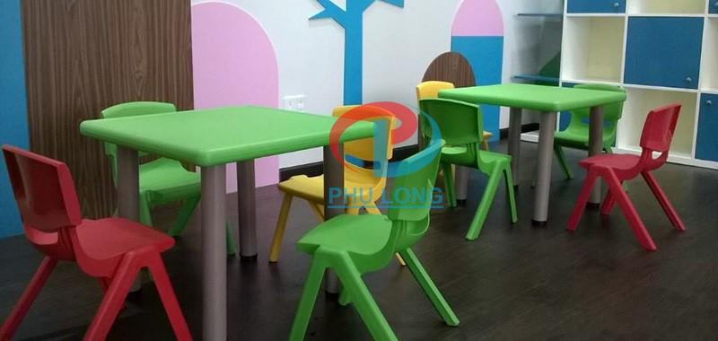 Cách chọn bàn ghế phù hợp với lứa tuổi của bé