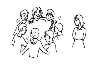 No final das contas, as expectativas de socialização e momentos felizes e inesquecíveis foram dolorosamente frustradas. Descrição da imagem #PraCegoVer: Um desenho em preto e branco de uma roda de amigos abraçados e contentes, à esquerda de uma moça triste por estar excluída dessa roda. Fim da descrição.
