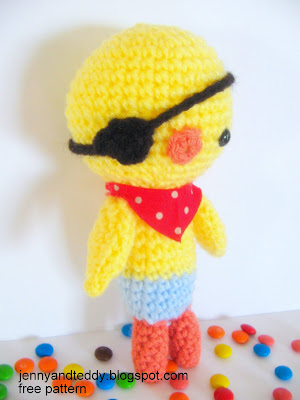 pirate chicken free amiguumi pattern