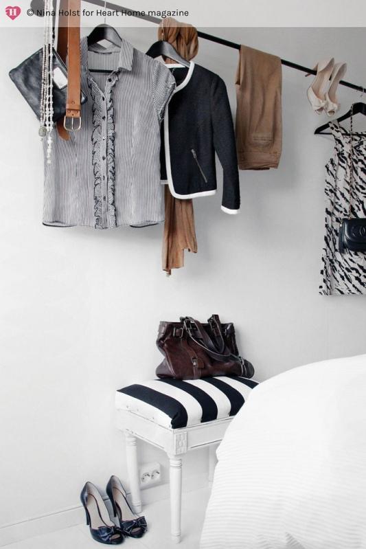 banqueta calzadora a los pies de la cama