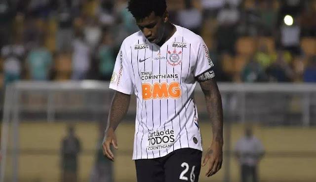 Corinthians confirma testes positivos de Gil e Léo Natel